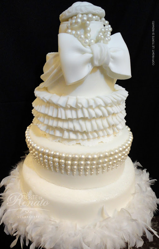 Wedding cake white pearls