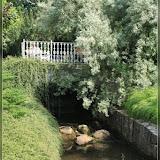kleine Brücke und Stromschnelle