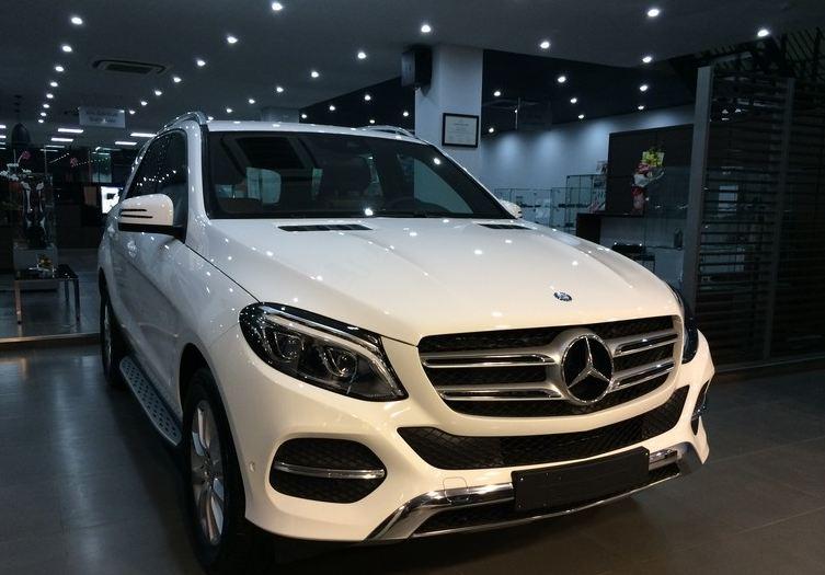 Xe Mercedes Benz GLE 400 4Matic màu trắng 02