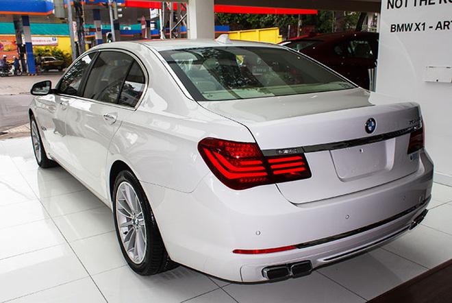 Xe BMW 750Li New Model Màu Trắng 010