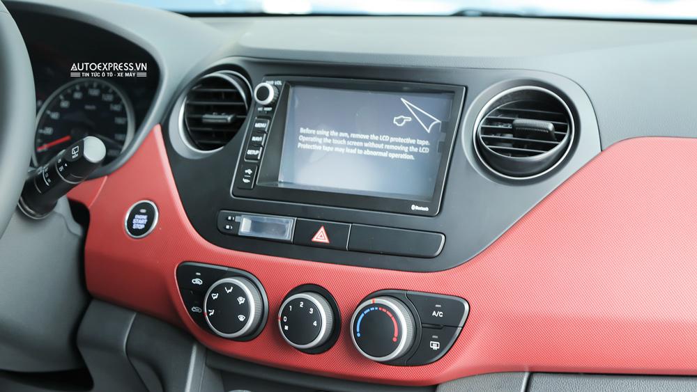 Nội thất xe Hyundai Grand i10 2018 màu đỏ 07