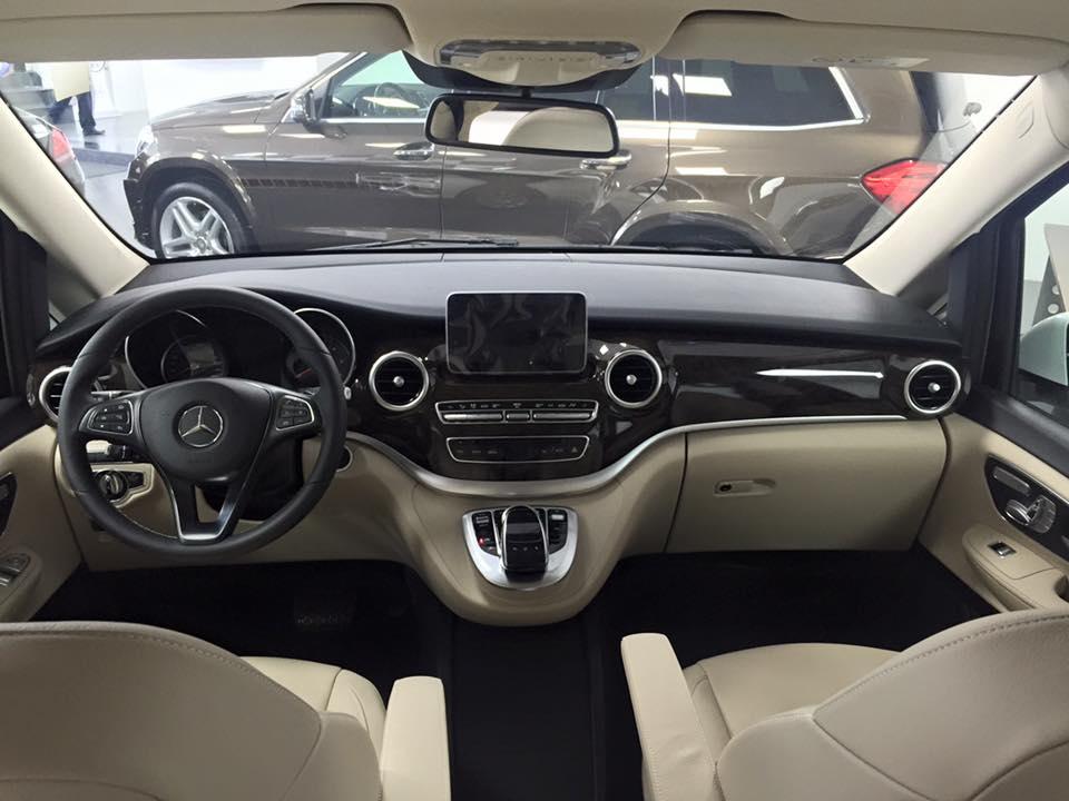 xe Mercedes Benz V220 Máy Dầu 7 chỗ Màu Trắng 08
