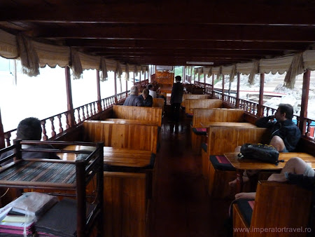 Barca companiei Shompoo Cruises
