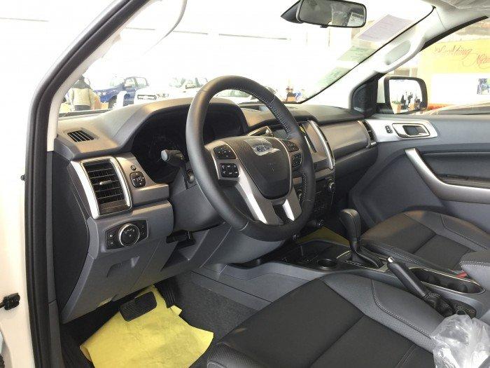 Nội thất xe Ford Everest 7 chỗ màu trắng 01