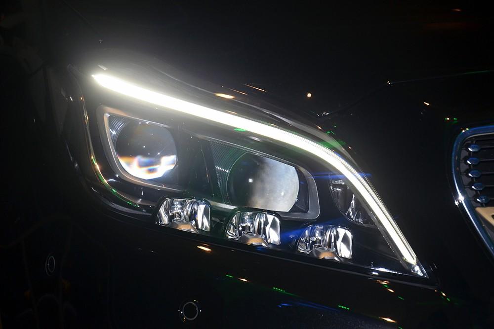 Xe Mercedes Benz CLS400 All New màu đen 04