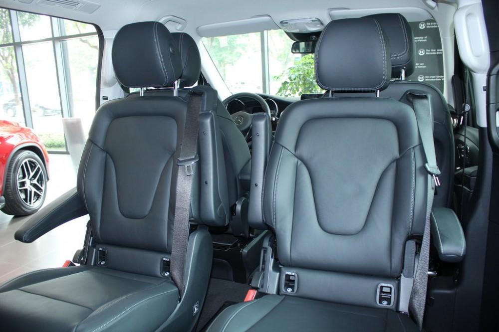 xe Mercedes Benz V220 Máy Dầu 7 chỗ Màu Xám nội thất đen 04
