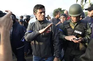 Tù nhân chính trị, thủ lãnh của nhóm đối lập Leopoldo Lopez.
