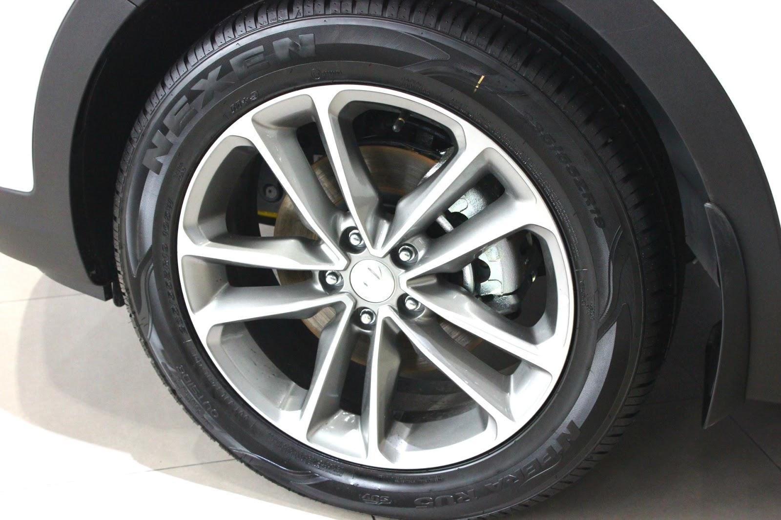 Xe Hyundai Santafe 7 Chỗ máy xăng màu trắng 010