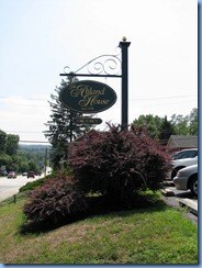 2223 Pennsylvania - Abbottstown, PA - Lincoln Hwy (Hwy 30)(King St.) - roundabout - Atland House (1790 Inn) sign