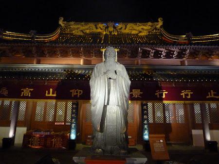 12. Statuia lui Confucius.JPG