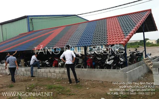 Mái nhà giữ xe cho công nhân lợp ngói màu INARI.