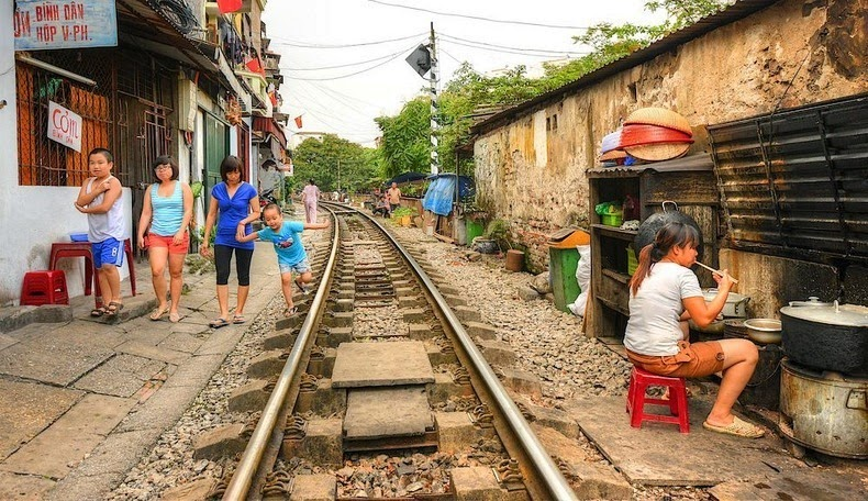 hanoi-train-track-12