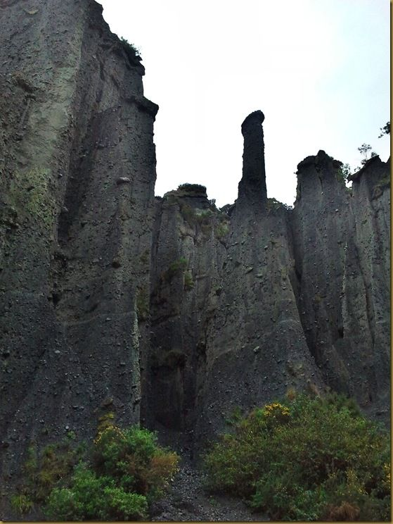 Dimholt road of the dead Pinnacles 2