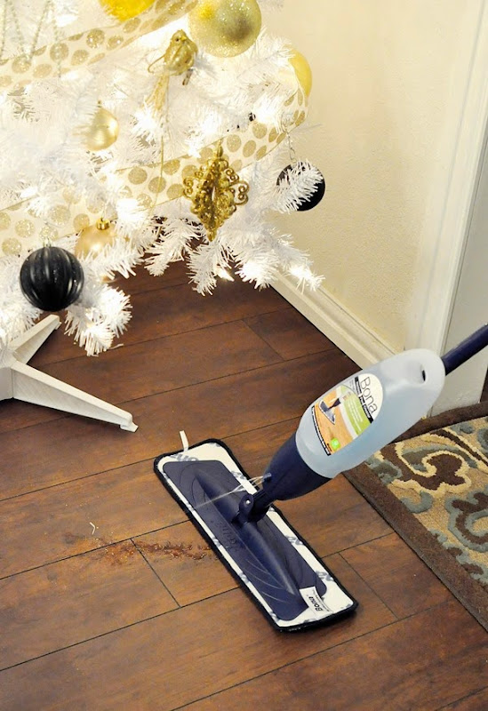 Bona Hardwood Floor Mop review: keep your house clean and inviting this holiday season.