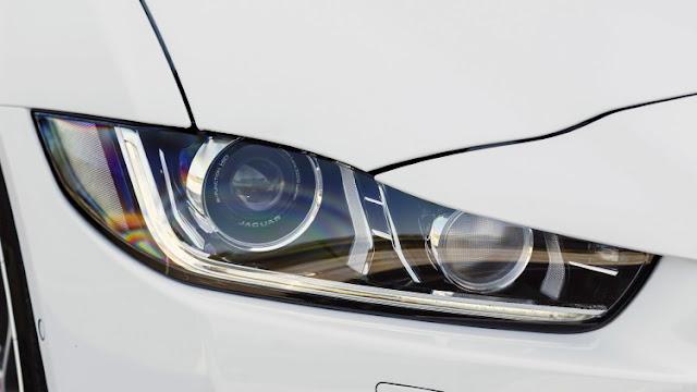 Xe Jaguar XE phiên bản 2017-07