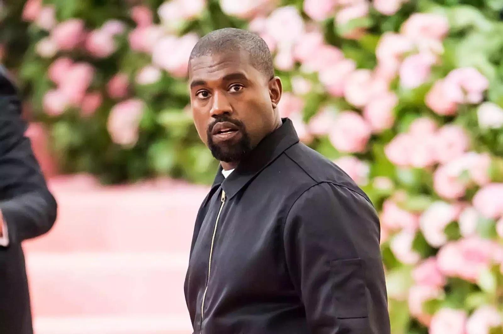 Kanye tại Met Gala năm nay — đây là sự kiện gây quỹ thường niên cho Viện trang phục của Bảo tàng Nghệ thuật Metropolitan ở New York (Mỹ).