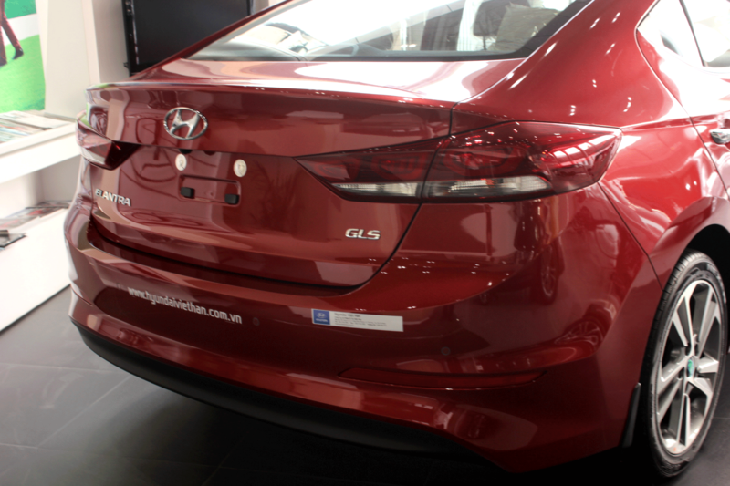 Xe Hyundai Elantra 5 chỗ màu đỏ 05