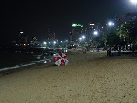 Vacanta Thailanda: Plaja Pattaya noaptea