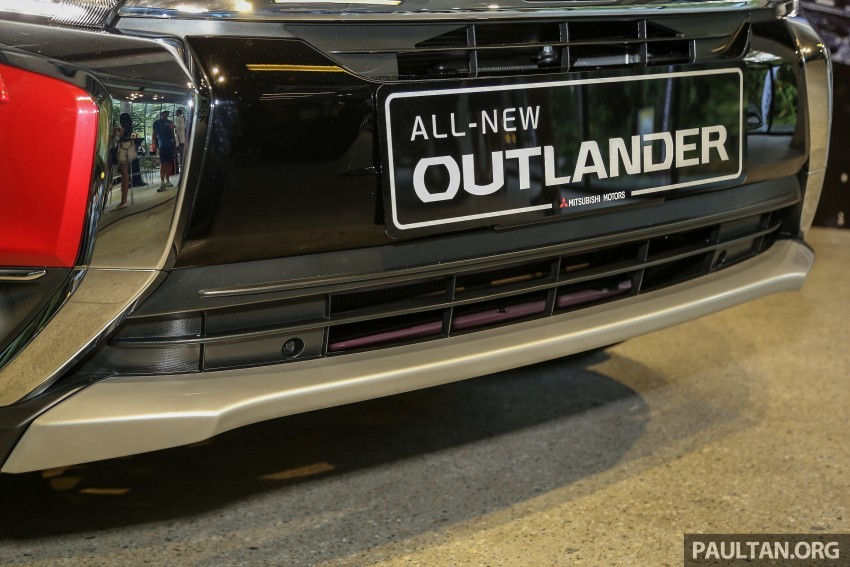 Xe Mitsubishi Outlander 7 chỗ nhập khẩu màu đỏ 02