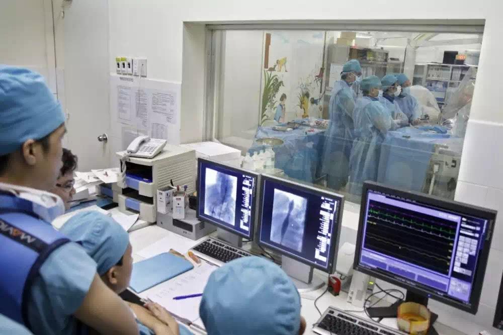 """Nhiều bác sĩ cấu kết đặt stent """"dởm"""" cho bệnh nhân bị động mạch vành nhằm trục lợi cá nhân"""
