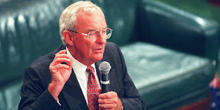 Bill Hayden, cựu toàn quyền Úc, một người vô thần suốt đời, đã trở lại Công giáo