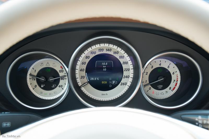 Động cơ xe Mercedes Benz CLS500 New Model màu trắng 03