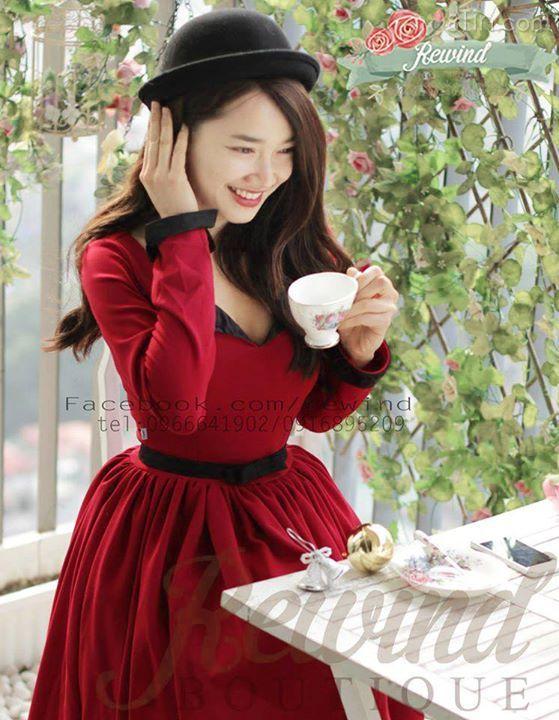 Các cô gái có còn nhớ chiếc váy Winter Rose nồng nàn