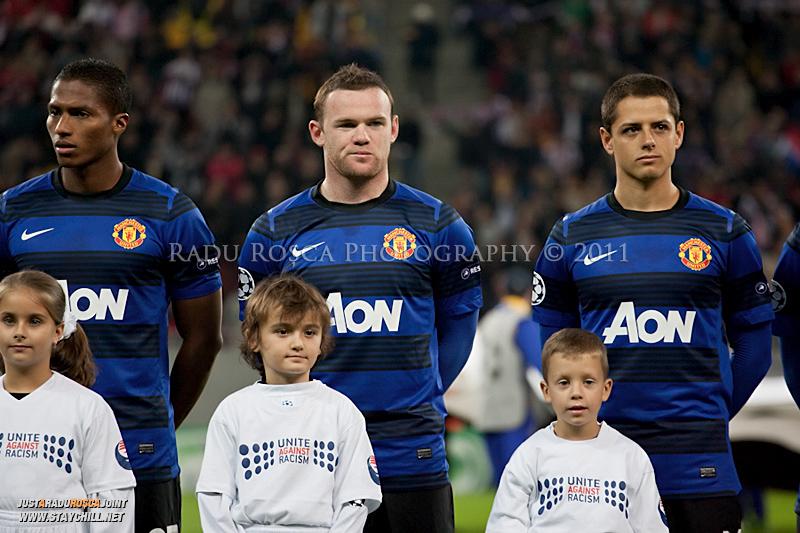 Antonio Valencia, Wayne Rooney si Javier Hernandez inaintea inceperii meciului dintre FC Otelul Galati si Manchester United din cadrul UEFA Champions League disputat marti, 18 octombrie 2011 pe Arena Nationala din Bucuresti.