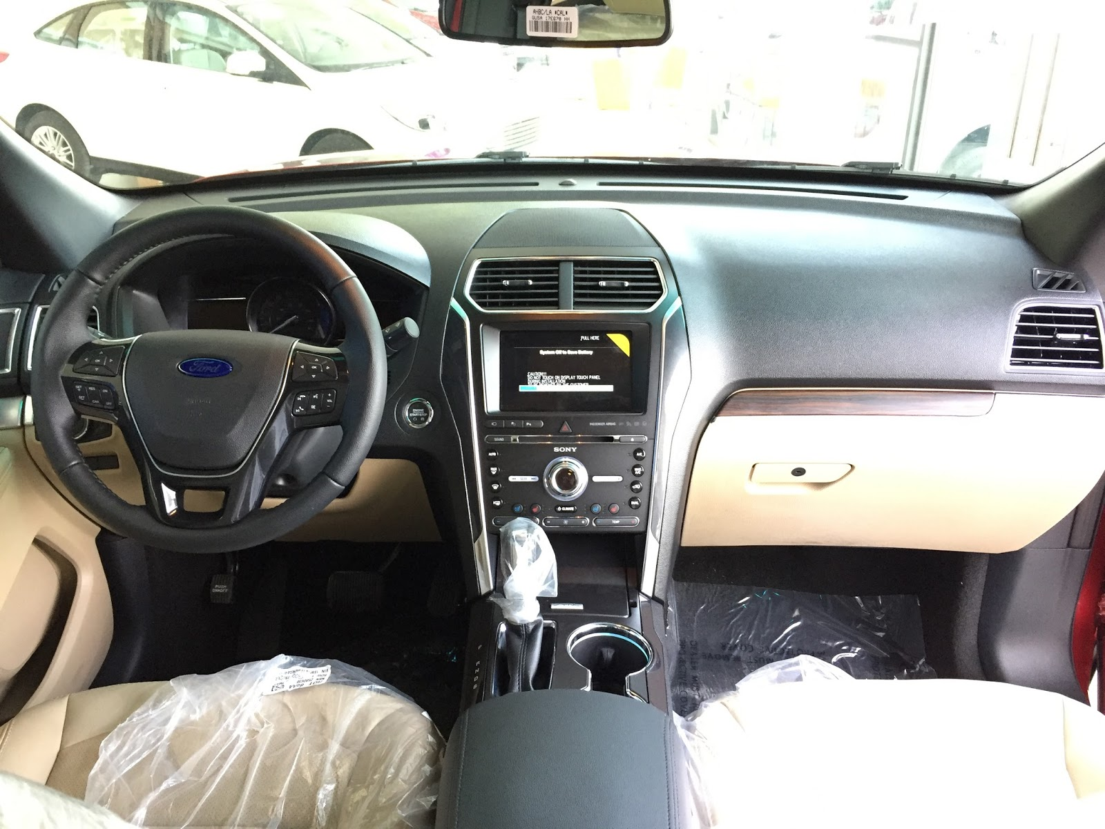 Nội thất xe Ford Explorer 2018 Màu Đỏ 01