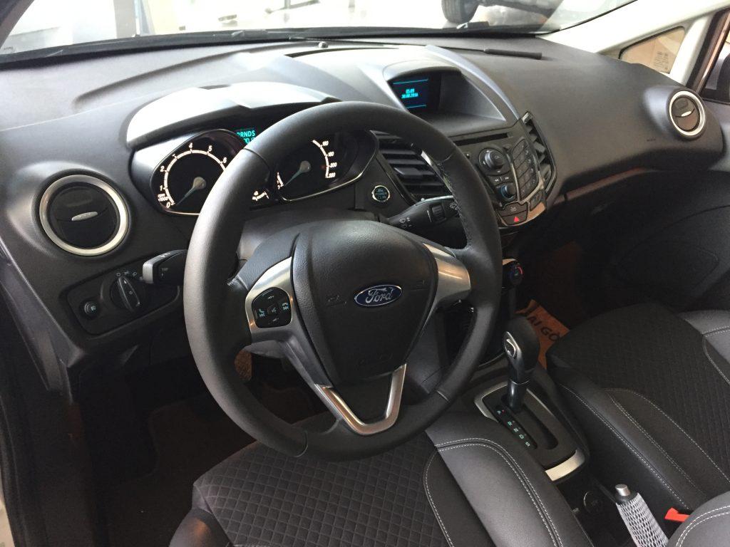 Nội thất xe Ford Fiesta 2018 màu xám 02