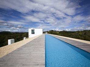 Piscina de casa minimalista Shinichi Ogawa & Associates