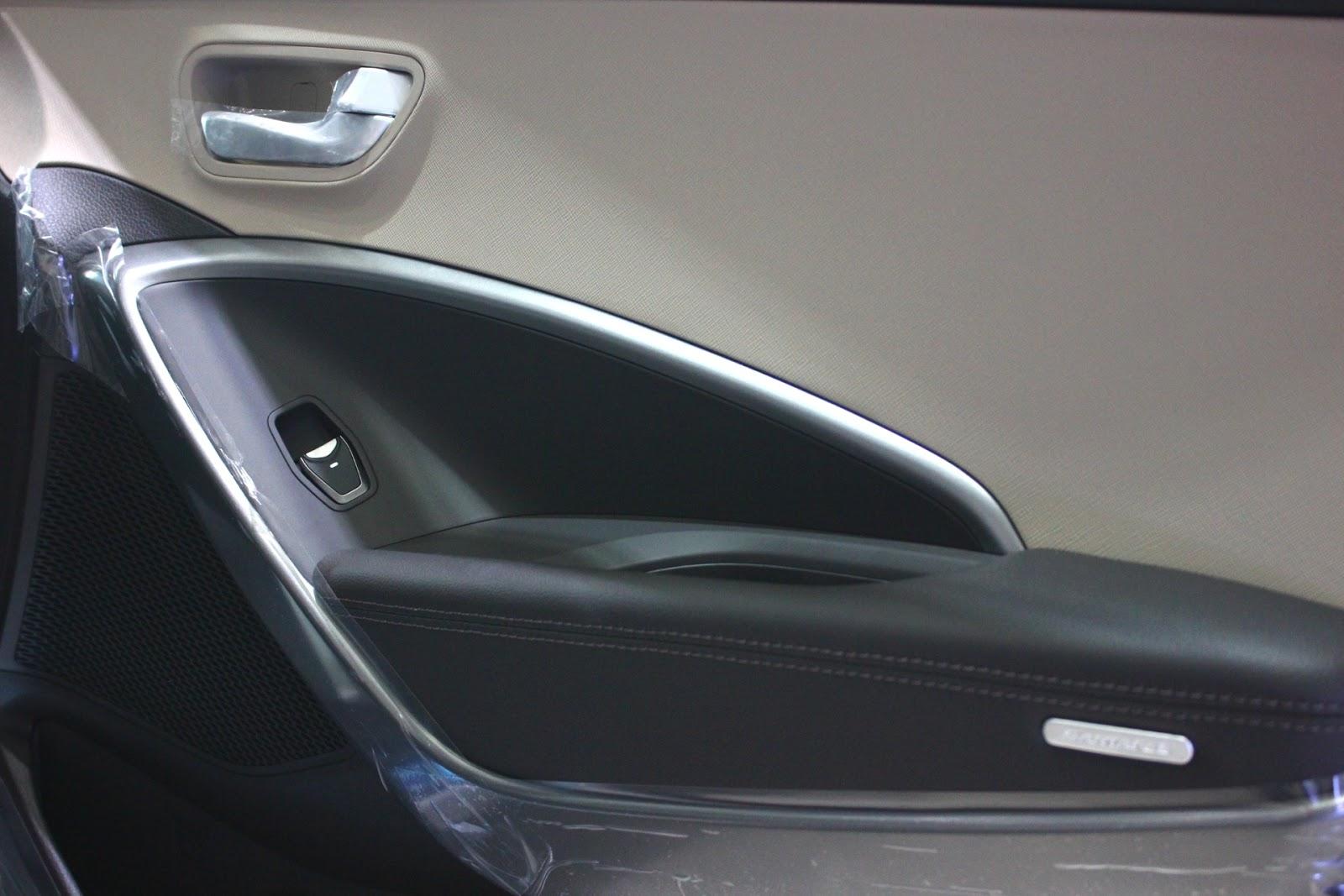 Nội thất xe Hyundai Santafe 7 Chỗ máy xăng màu trắng 09