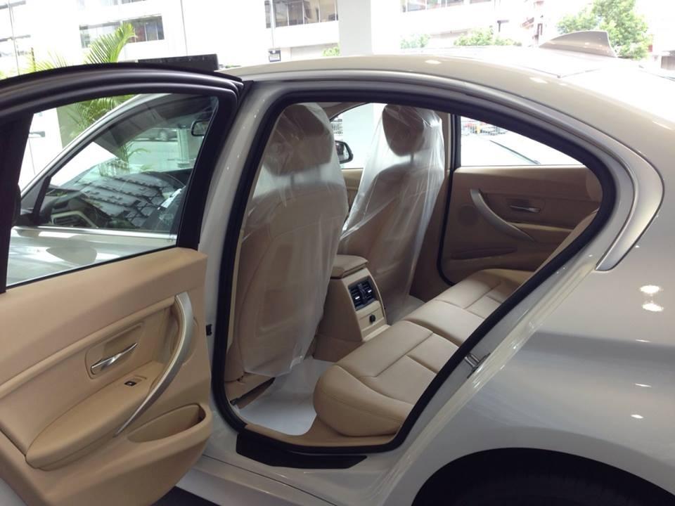 Xe BMW 320i new model màu trắng 06