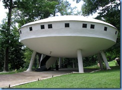 8944 Signal Mountain, Tennessee - Flying Saucer House