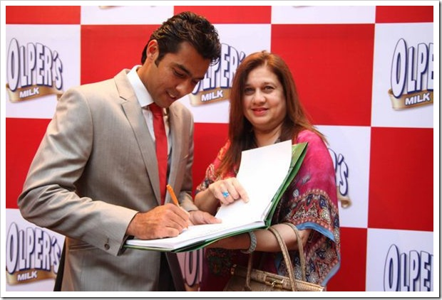 Aisam_with_Neshmia