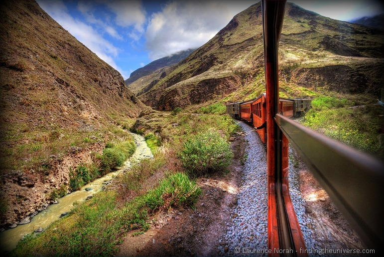 Train devils nose Ecuador Alausi view 2