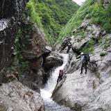 このCS4は右のバンドで落ち口まで近づき滝上を右岸へジャンプ