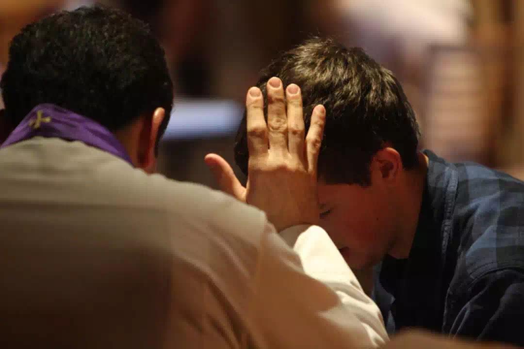 Một người không phải là tín hữu Công giáo có thể đi xưng tội với một linh mục hay không?