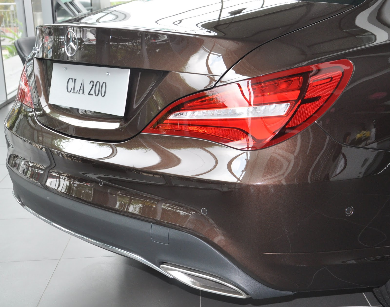 Xe Mercedes Benz CLA 200 New Model màu nâu 05