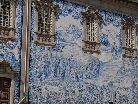 06. Azulejos pe o biserica in Porto.JPG