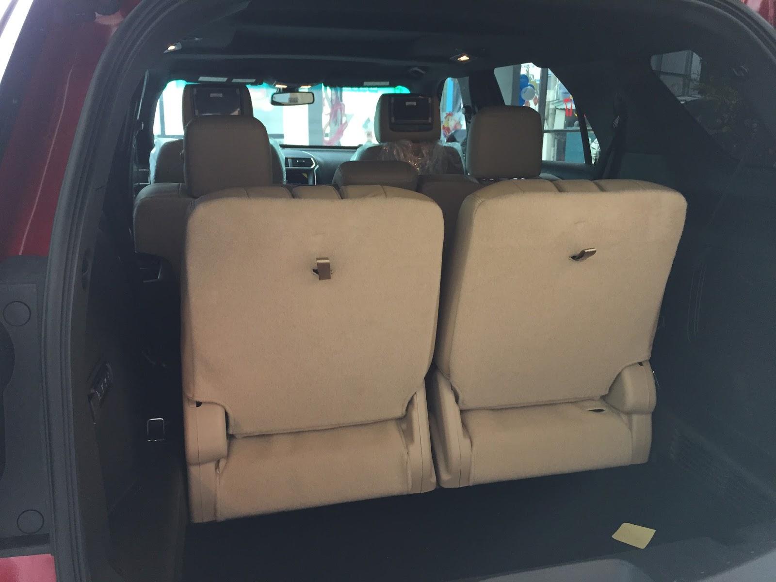 Nội thất xe Ford Explorer Limited 4WD màu xám 06