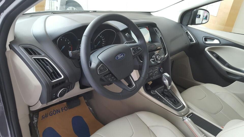 Nội thất xe Ford Focus 2018 phiên bản Titanium màu xám 03