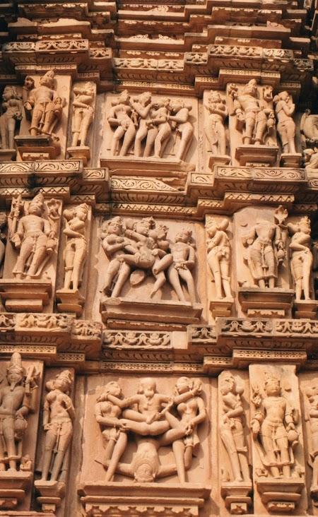 27. Scene erotice Khajuraho.jpg