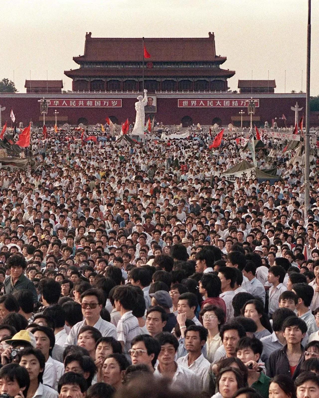 Biểu tình trước quảng trường Thiên An Môn.