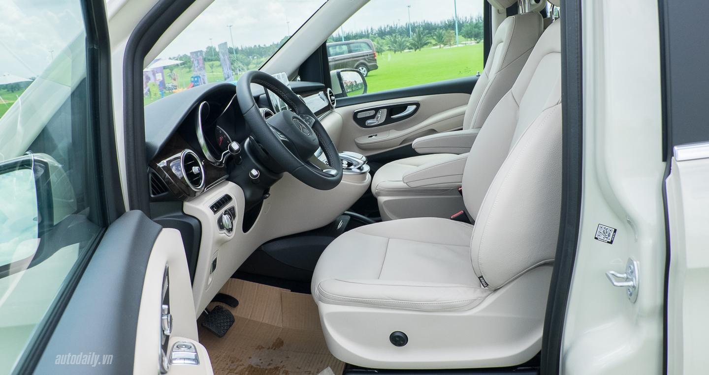 Nội thất xe Mercedes Benz V250 Avantgarde Máy Xăng màu trắng 08