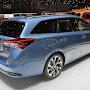 Makyajli-Toyota-Auris-Hybrid-2015-04.jpg