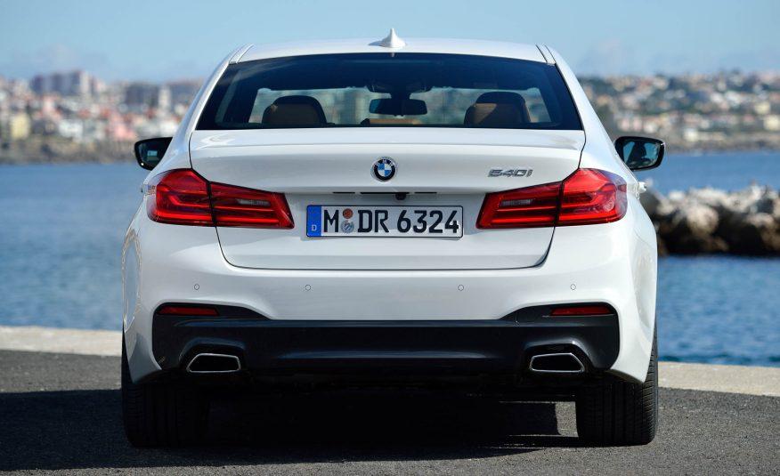 Xe BMW 528i New Model màu trắng 06