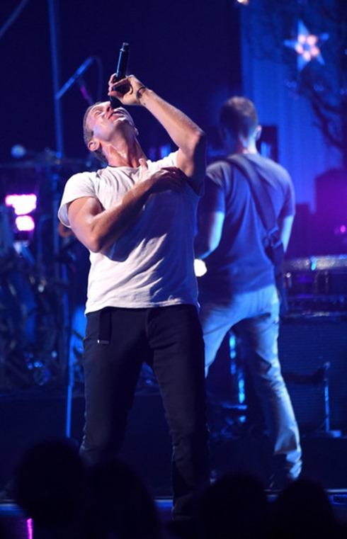 Chris Martin 2014 iHeartRadio Music Festival QU3WOCp-QUEl