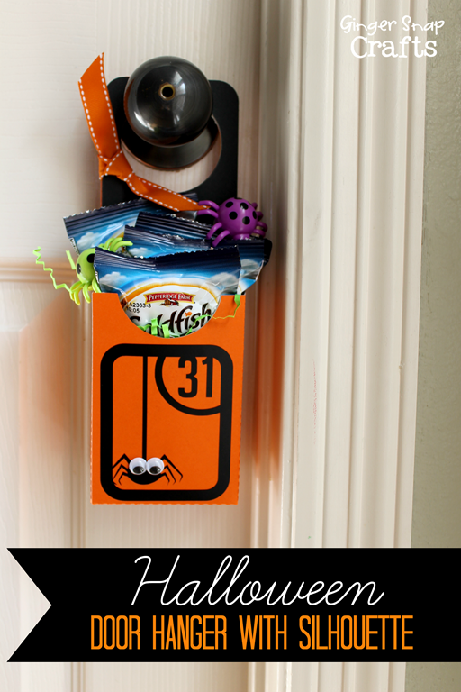 Halloween Door Hanger with Silhouette #spon #silhouetteteam #tutorial