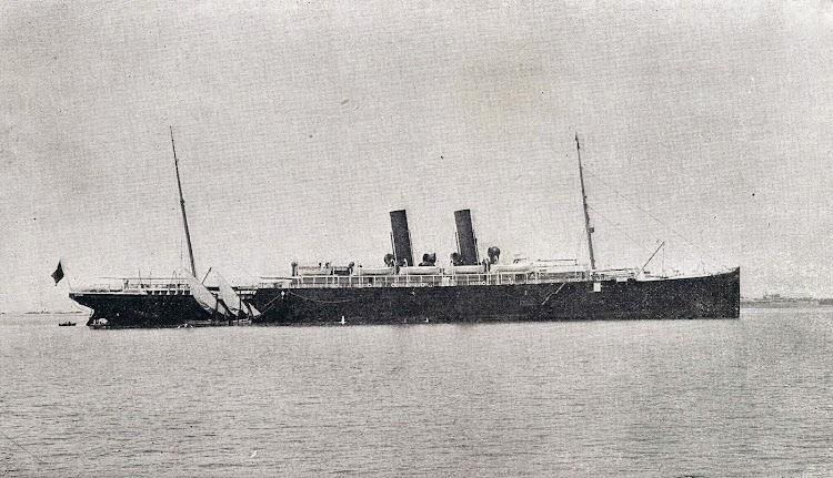 Bonita foto del ALFONSO XII fondeado. Libro de Información para el Pasajero. Compañia Trasatlantica de Barcelona. 1.908.jpg